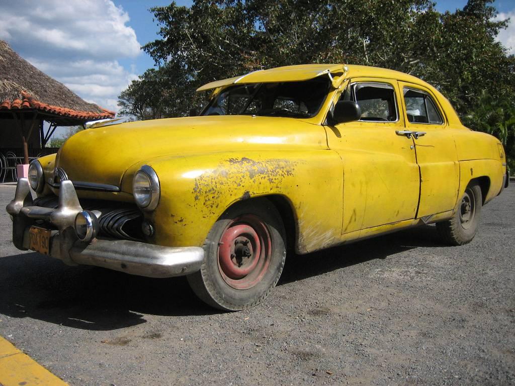 Amarillo coche.
